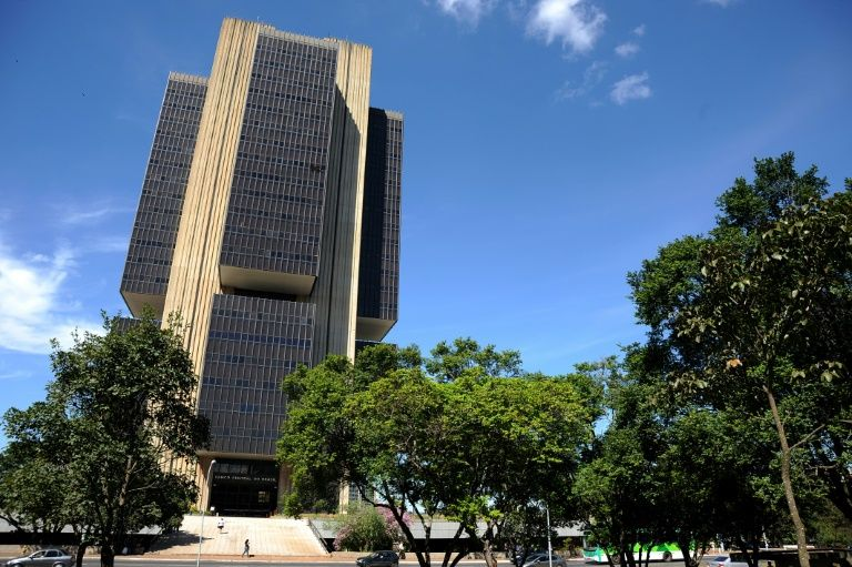 Diário Oficial publica resolução que proíbe juros de mercado