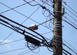 Rede experimental integra cabos elétricos e fibra óptica em MG