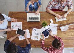 Jovens brasileiros preferem atividades mistas de desenvolvimento profissional