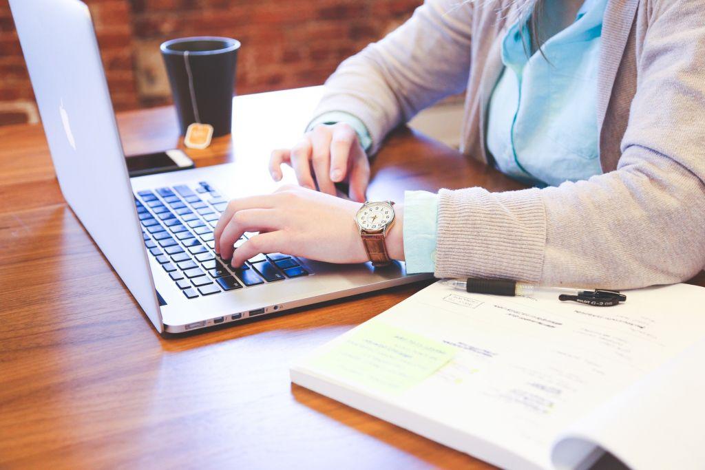 Softtek e Estácio firmam parceria para treinamento e contratação de universitários em TI