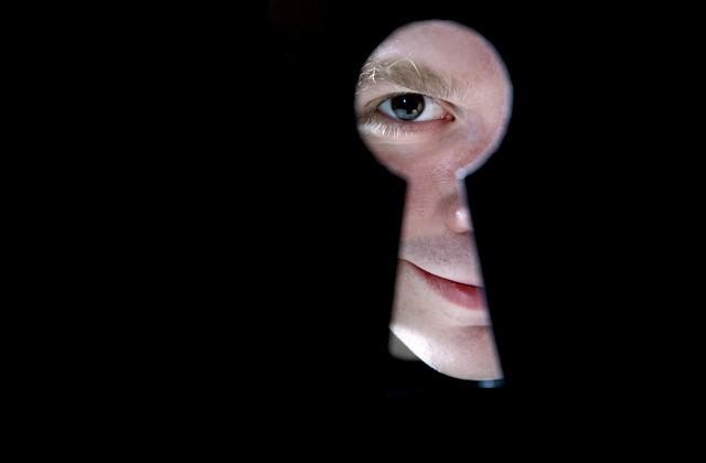 Espionagem de celulares: mulheres são maiores vítimas