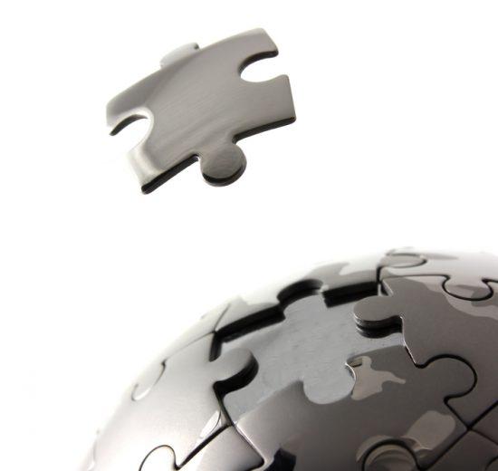 peças de quebra cabeça completando o mundo