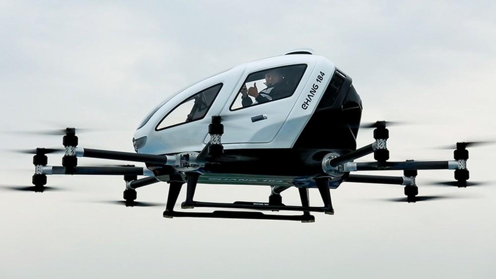 China testa drone taxi com passageiro