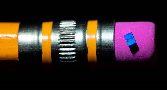 Intel inicia testes com o menor chip para computação quântica já criado