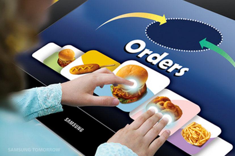 Valorize a comunicação do seu restaurante ou fast food com as soluções de sinalização digital da Samsung