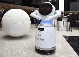 Concierge se transforma em robô no hotel Pullman São Paulo Vila Olímpia