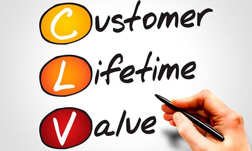 Experiência do consumidor e do colaborador devem ser o foco de empresas para se manter competitivas
