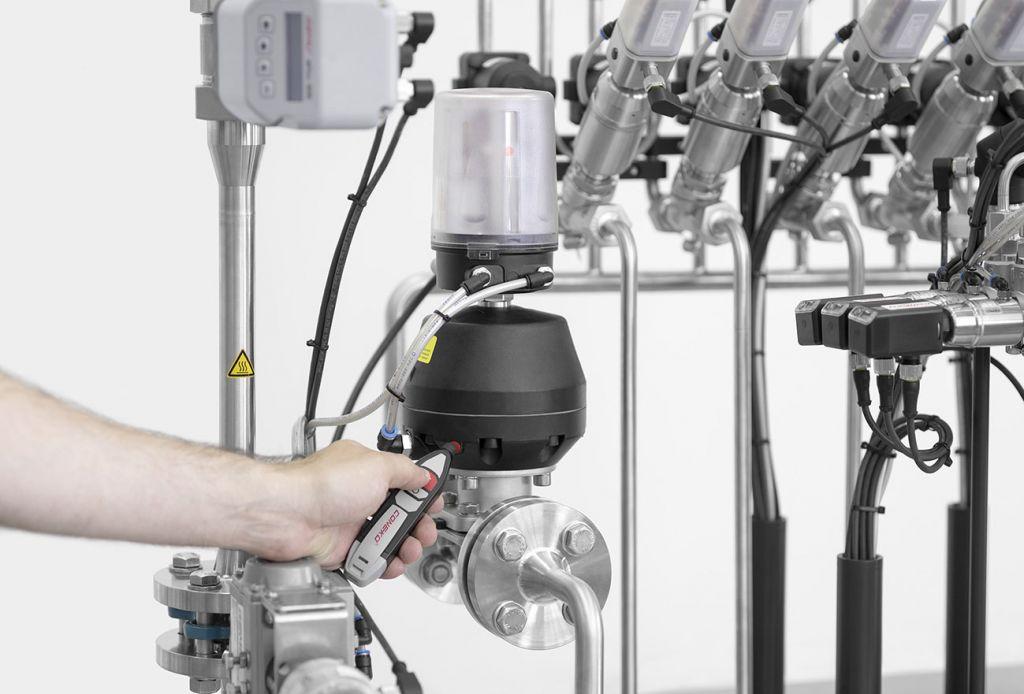 Sistema Conexo, da Gemü, oferece automação por radiofrequência para manutenção industrial