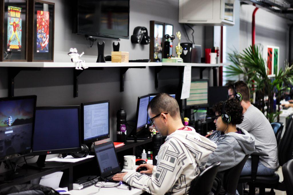 Grupo DB1 abre 39 vagas de trabalho em tecnologia