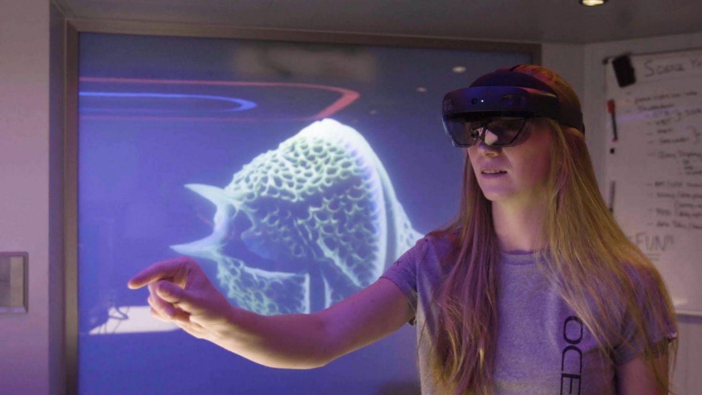 Microsoft apresenta plataforma de realidade mista