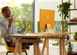 Novo iMac chega todo colorido e fininho por fora, mas poderoso por dentro