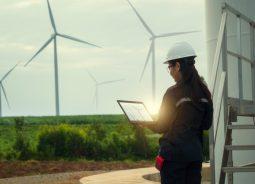 Omega Energia e IBM usam IA e Cloud para prever a geração de energia renovável em tempo real