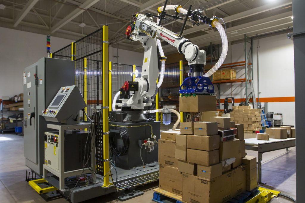 Robô inteligente da Honeywell automatiza o descarregamento de paletes
