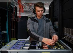 Um Telecom apresenta serviços de segurança que engloba conectividade para clientes corporativos