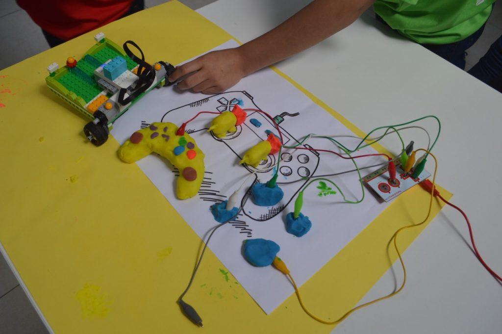 Fundação everis se junta à Gerando Falcões e cria curso de robótica para crianças das favelas